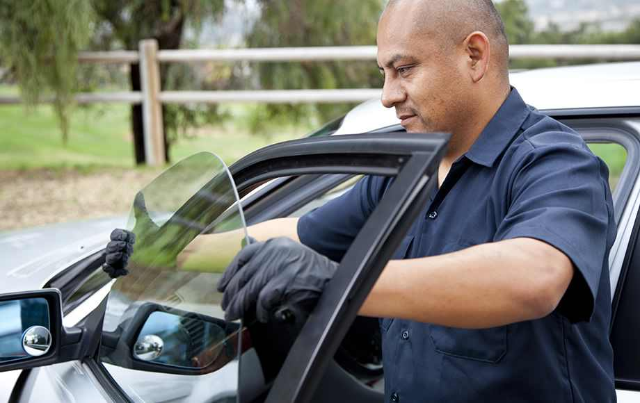 Tips For Choosing The Best Auto Glass Window Replacement